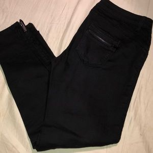 Pre-own Bebe black Moto jeans size